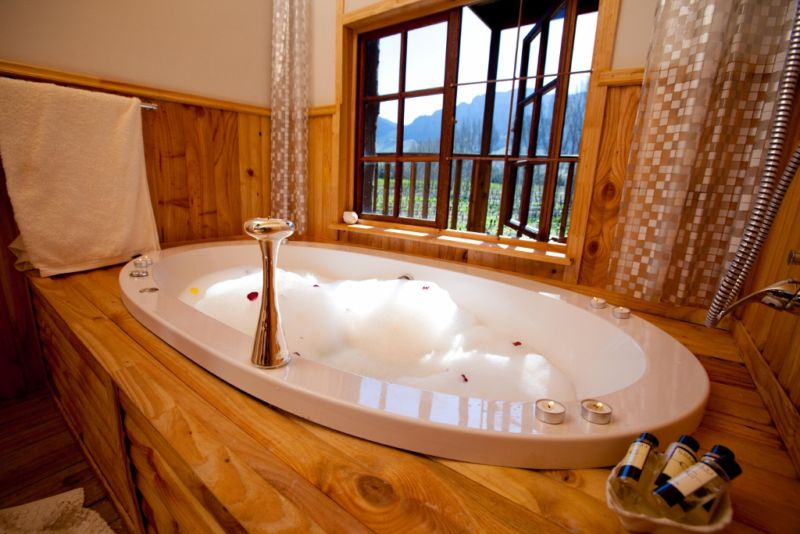 Tree House Spa Bath ...
