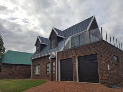 Buxton Close Holiday House