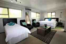 Jozistay Kloofside Guest House