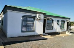 Kgakgamela Road Lodge
