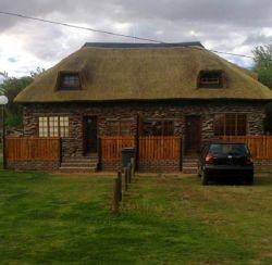 Kheis Riverside Lodge & Camping
