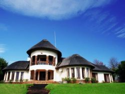 Maclear Manor