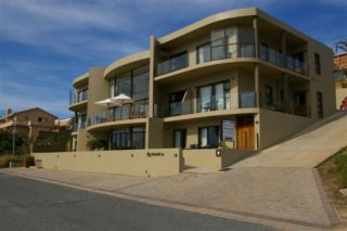 Bar-t-Nique Guesthouse | accommodation in Mossel Bay.
