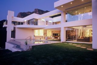 Hollywood Mansion | accommodation in Western Cape.