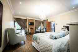 Superior Self Catering Apartments Room Thumbnail Pic 1