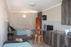 Lion's Den 2, full self-catering Room Thumbnail Pic 1