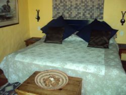 Guinea Fowl Cottage Room Thumbnail Pic 1