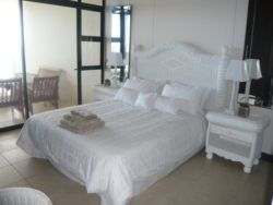 Beach Front Unit Room Thumbnail Pic 1