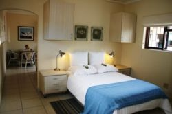 Seagull Flatlet (Sleeps 4) Room Thumbnail Pic 1