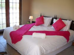 Honeymoon Suite/Double room  Room Thumbnail Pic 1