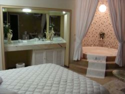 Honeymoon Suite Room Thumbnail Pic 1