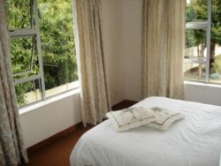 Fully furnished  self-catering 1-bedroom apartment Room Thumbnail Pic 1