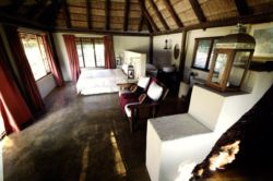 Caracal Lodge - Figtree Room Thumbnail Pic 1