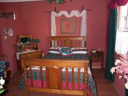 Cottage 2 : Family unit with double bed and 2 sing Room Thumbnail Pic 1