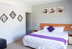 Self Catering Luxury Unit 1 Room Thumbnail Pic 1