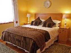 Queen sized bedroom and second bedroom sleeps 2 Room Thumbnail Pic 1