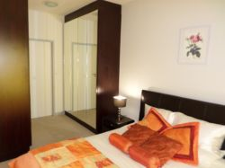 Double Room (Main bedroom) Room Thumbnail Pic 1