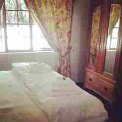 Lily Cottage Room Thumbnail Pic 1