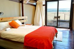 En-Suite Beach Front Units Room Thumbnail Pic 1