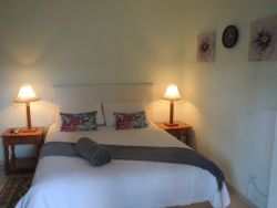 Queen Room with Garden View Room Thumbnail Pic 1