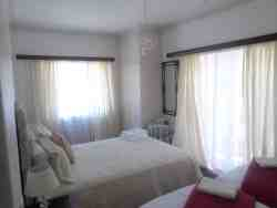 Hope Room Deluxe double room en suite + 2singles Room Thumbnail Pic 1
