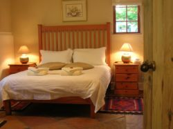 Strelitzia Cottage (Self-catering, breakfast optio Room Thumbnail Pic 1