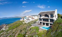 Whale Huys Luxury Oceanfront Villa 4br/4ba Room Thumbnail Pic 1
