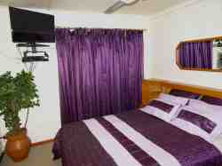 Purple en-suite bedroom Room Thumbnail Pic 1