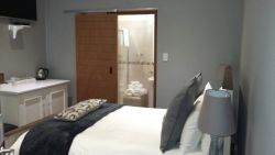 Delux double room with no view Room Thumbnail Pic 1