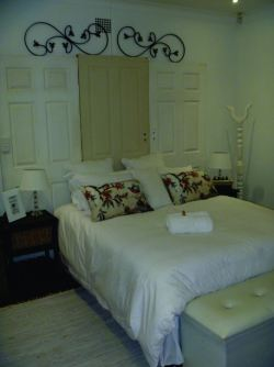 Tranguil White Room Room Thumbnail Pic 1
