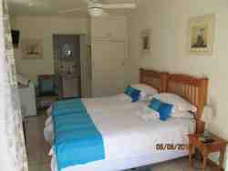Double Room x 4 Room Thumbnail Pic 1