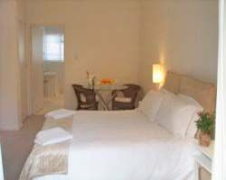 Large Suite With Queen Size Bed Room Thumbnail Pic 1