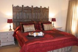 De Luxe Self-catering Unit Room Thumbnail Pic 1
