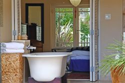 Self-catering villa Room Thumbnail Pic 1