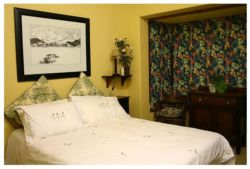 Bed and Breakfast Garden Cottage no 1 Room Thumbnail Pic 1