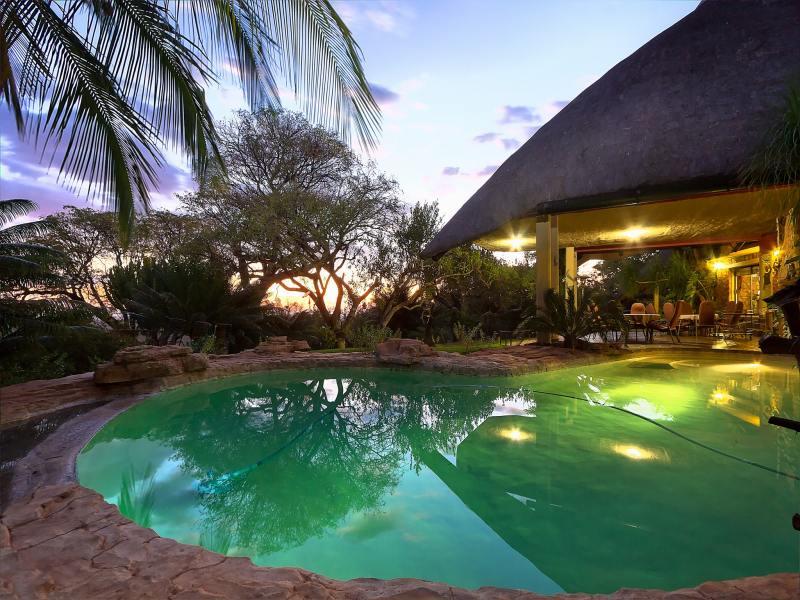 Ehlathini lodge lephalale south africa - Holiday lodges with swimming pools ...