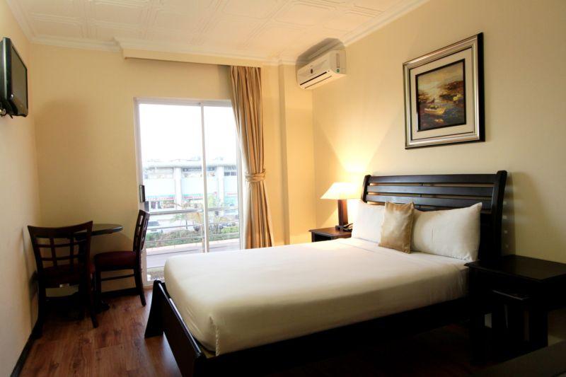 Hotel Room Price Comparison