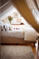 Romantic 'Out of Africa' Penthouse Main bedroom has a sunny sea view and ensuite full bathroom