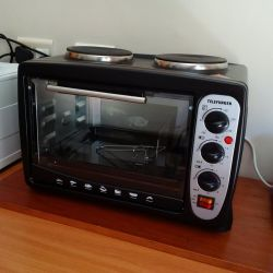Small free standing oven/2-plate stove