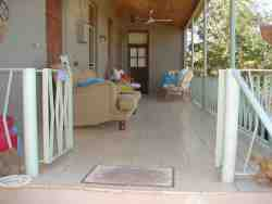 Family-en-suite verandah/porch