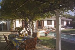 Cottage/Pool/Garden/Breakfast under vines