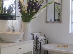PELICAN APT boasts a fabulously  renovated en-suite bathroom with shower and tub