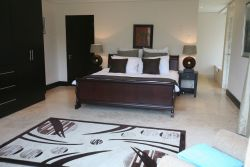 Bedrooms, the main bedroom has a sepatate private toilet with jacuzzi bath and separate shower room.