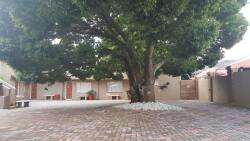 African Sky Guesthouse- ample secure parking