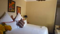 Lux Double bed room with extra single bed. Flat screen Tv, barfridge and microwave.