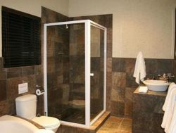 Bathroom - En Suite Room