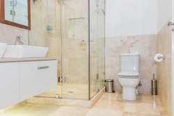 En-Suite Bathrooms - Bath, Shower & Twin Basins