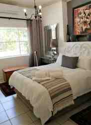 SUITE 2 - bedroom 1 - queen size bed
