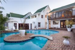 A White House Beautiful Pool / Braai Facilities
