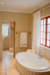 Honeymoon / Executive Suite Bathroom